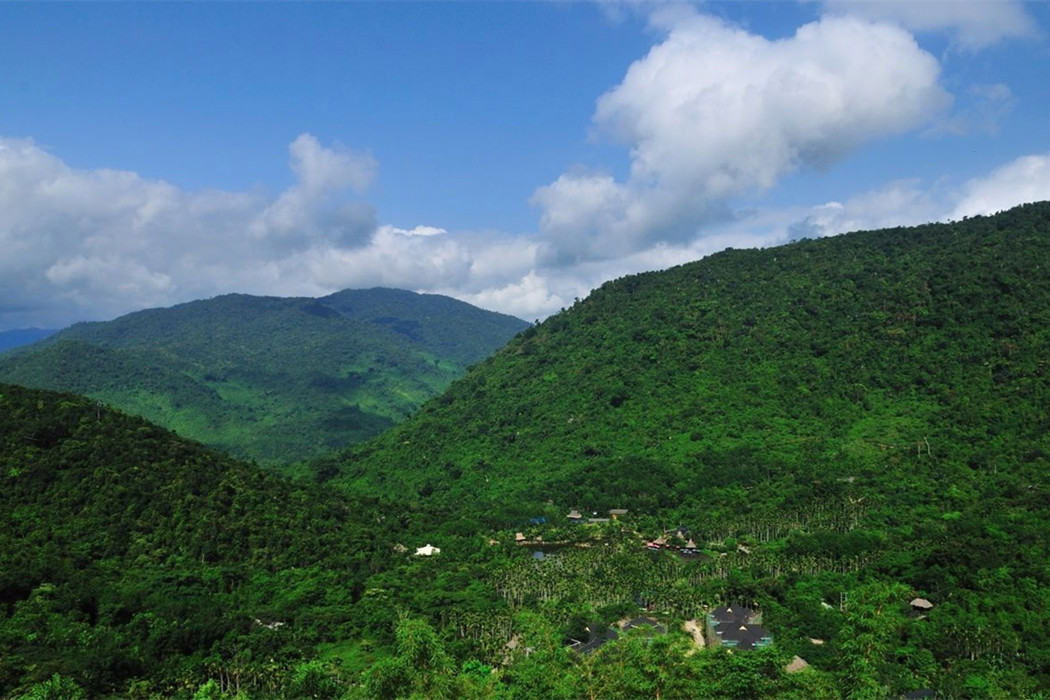 Yanoda Tropical Rainforest Baoting Hainan Island & Binglanggu/Li & Miao Minority Culture Park Baoting Hainan Island